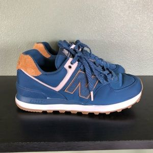 Blue New Balance shoes size 8